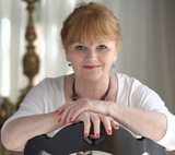Actor Lesley Nicol