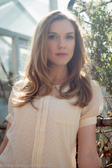 Actor Sara Canning