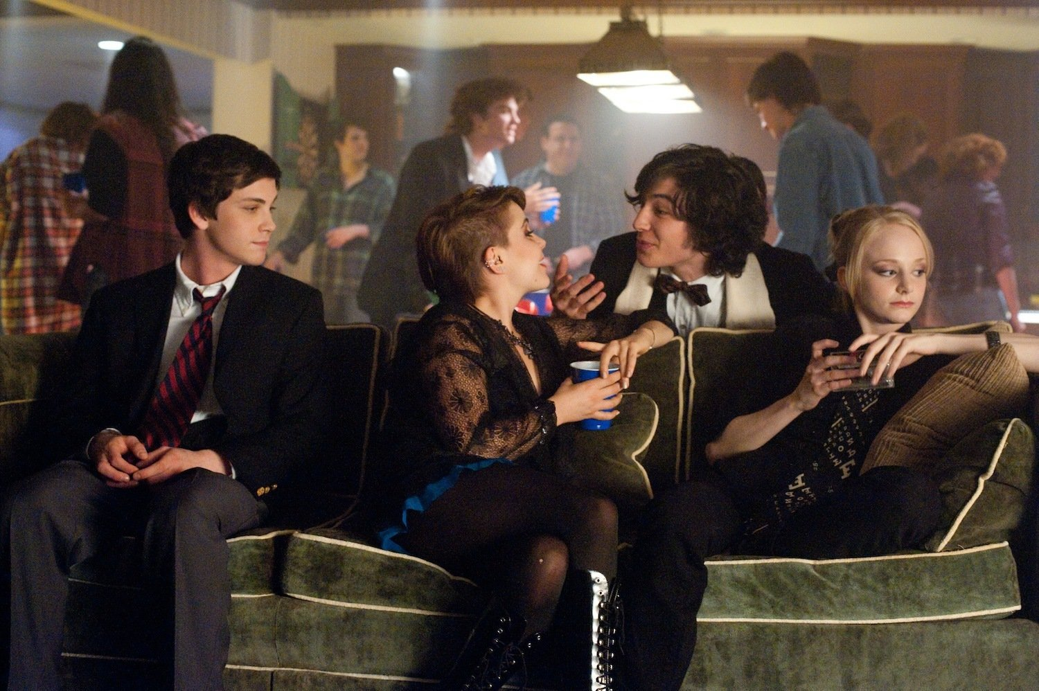 Watch The Perks Of Being A Wallflower 2012 Full Movie Online With his friends gone, he turns to his older sister, who is revealed to have been used as an excuse by aunt helen to keep charlie. the perks of being a wallflower 2012